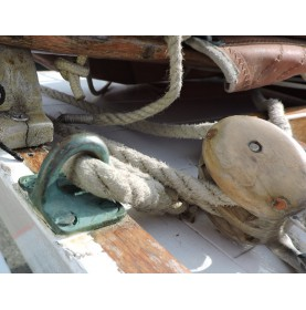 grand pontet sur bateau en bois