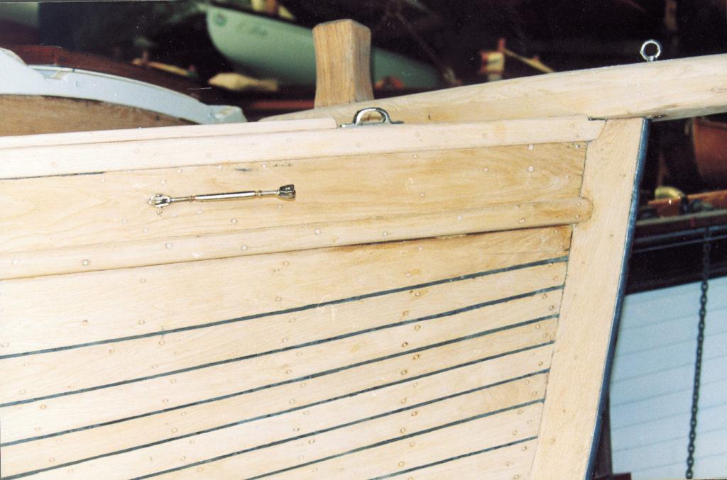 bateau bois nu avant passage du vernis coélan