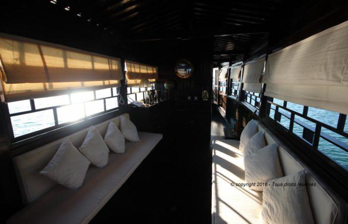 Carré, avec double couchette dans le bateaux birman