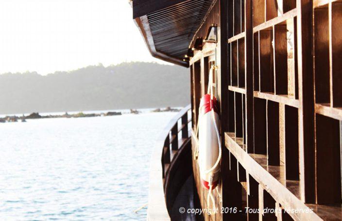 Vue de coté du pont du bateau
