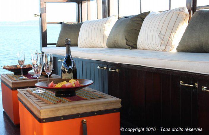 Champagne sur le pont arrière du bateaux